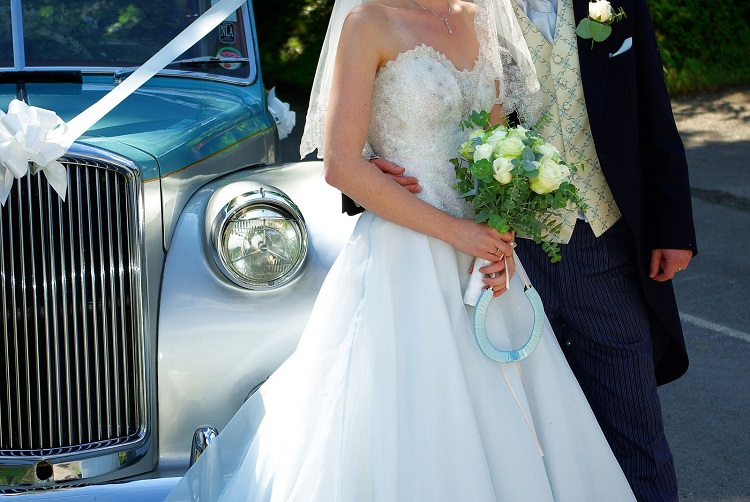 Sau thời gian tìm hiểu, ông ngõ ý muốn cưới tôi làm vợ và đưa tôi sang Úc để sống cùng.